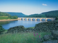 Derwent Valley and Ladybower in the Peak District with Ph Holidays